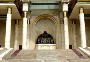 monument gengis khan statue